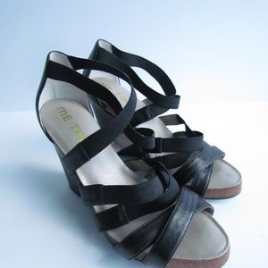 ME TOO Foxy Black Strappy Leather Elastic Sandals